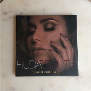 Huda Beauty 3D Highlighter Palette Gold Sand